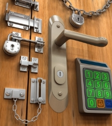 Door_with_lots_of_locks_Fotolia_5236608